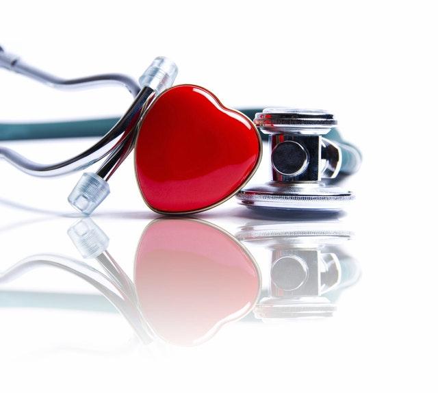 Stethoskop mit Herz-Deko